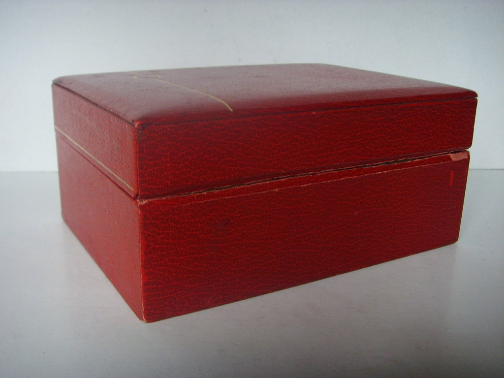 1970s OMEGA SPEEDMASTER RED LEATHER BOX - Imagen 3